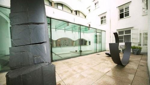 outside21 e1285198538829 Old & New   Arthotel in Salzburg