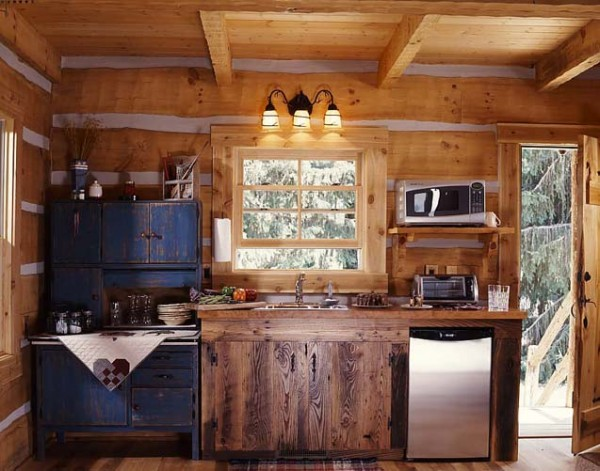 4 tiny cabin kitchen e1290575405971  Cozy Winter Cabin